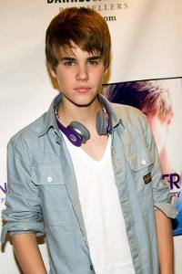Justin-Bieber-Dr.-Dre-Headphones-500x750.jpg