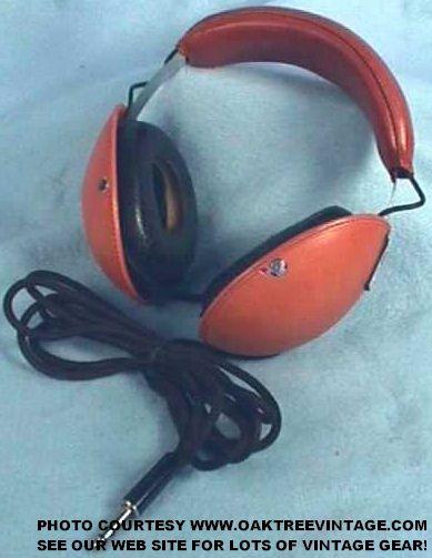 Kenwood_KH-71_Stereo_Headphones_web.jpg