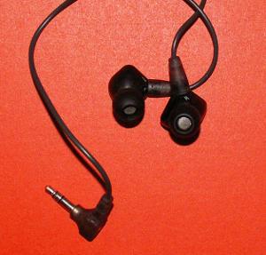 Kijiji Sennhiser IE 8 earphones.jpg