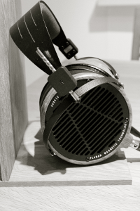 DIY_headphone_stand_Audeze_LCD-2_5.png