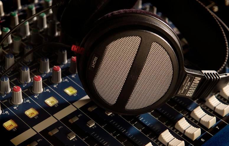 German Maestro GMP 450 Headphones