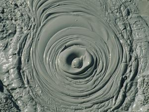 hot-pool-of-mud-bubbles-as-volcanic-gas-rises-from-uzon-caldera.jpg