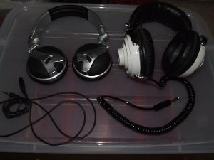 The AKG K181 DJ and the Lenco K105.