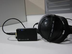 Beyerdynamic_DT_770_PRO_80_Ohm_and_the_FiiO_Headphone_Amplifier_E11-03.JPG