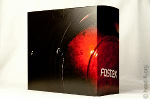 This is Fostex TH900's product box as viewed from a rear-side view.