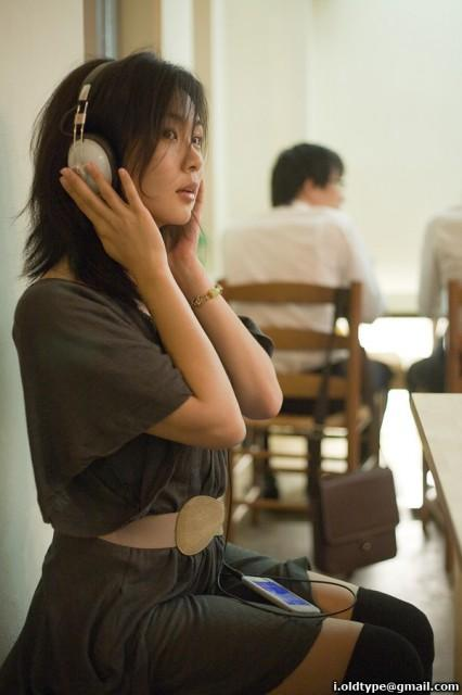kit-headphones-426x640.jpg