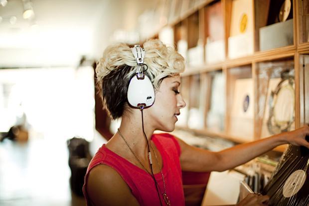 the-ting-tings-x-skullcandy-roc-nation-aviator-headphones-2.jpg