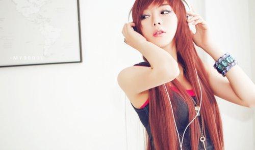 asian-cute-girl-headphones-Favim.com-185796_large.jpg
