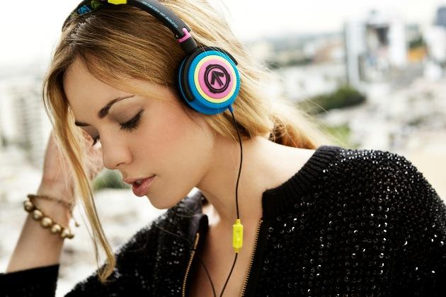 stylish-headphones-Phoenix_Storm_Blonde.jpg
