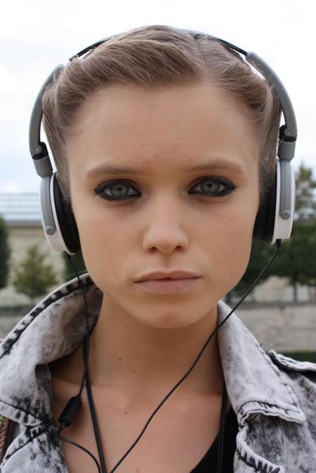 abbey-lee-cute-eyes-fashion-girl-headphones-Favim.com-93729_large.jpg
