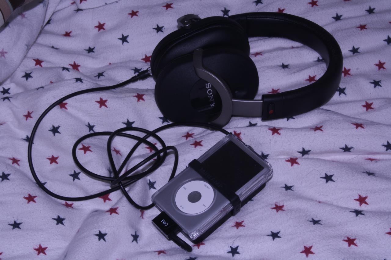 My modest portable rig: Apple iPod Classic 160GB> FiiO E17 Alpen> Sony MDR-Z1000
