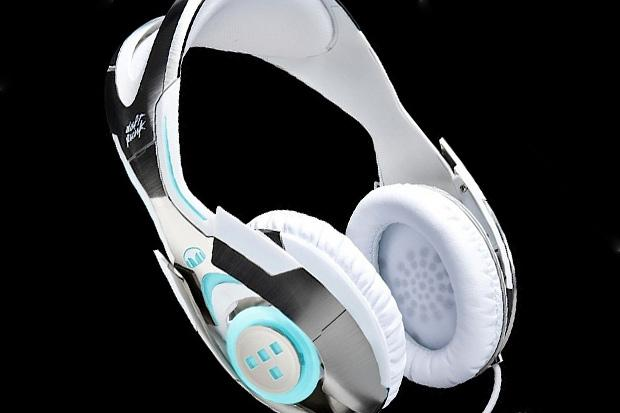 ifwtdaft-punk-x-medicom-toy-x-monster-tron-legacy-headphones.jpg