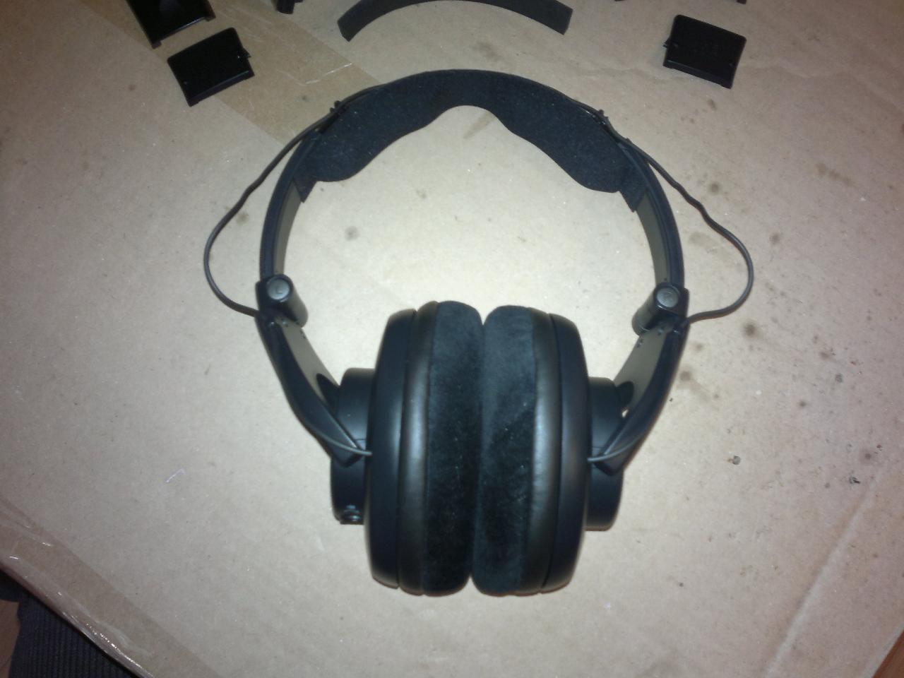 Hacking SRH440 headband, step #3. Mounting the Sennheiser HD650's headband pad to the...