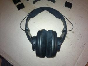 Hacking SRH440 headband, step #3. Mounting the Sennheiser HD650's headband pad to the SRH440...