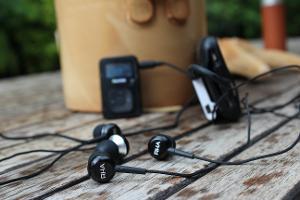 Sansa Clip+-->RHA MA-350    iPhone 3G-->Fiio L3-->Fiio E5-->RHA MA-350