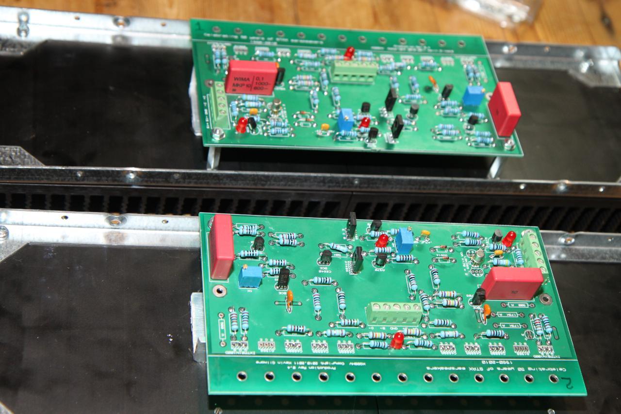 fitting amps in heatsinks