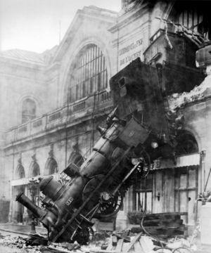 300px-Train_wreck_at_Montparnasse_1895.jpg