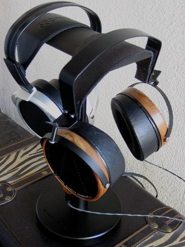 Audez'e LCD-2 (with modded headband)<br />