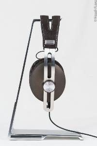 The Sennheiser MOMENTUM is extremely elegant, in terms of its design and materials.