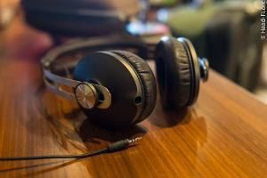This photo shows the Sennheiser MOMENTUM's detachable cable.