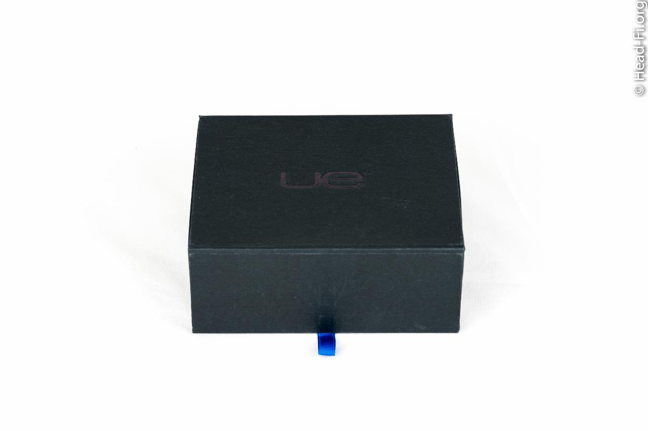 Ultimate Ears UE900 box, front view.