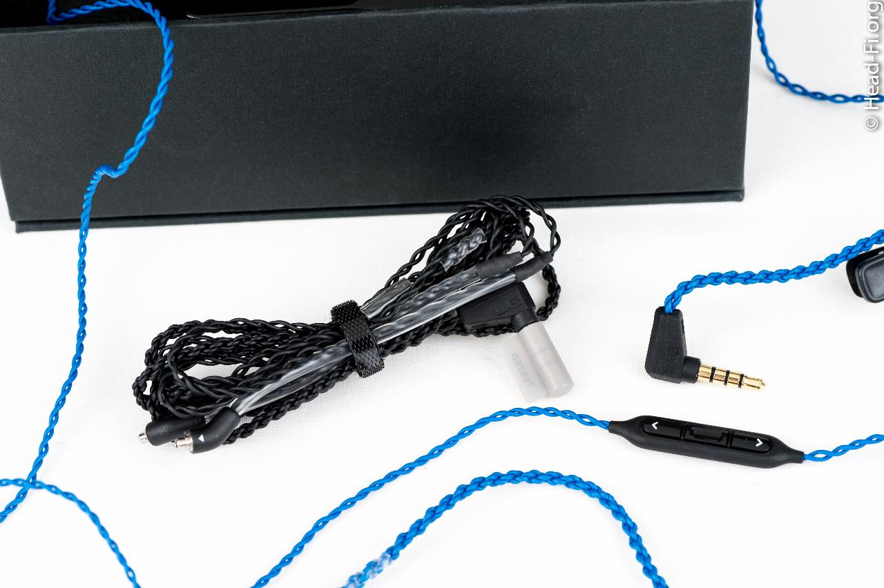 Ultimate Ears UE900 three-button remote/mic cable (blue), for use with the Apple iPod, iPad, and...