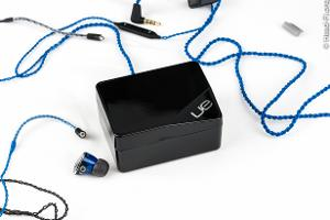 Ultimate Ears UE900 carrying case. This is a gloss-black case with a very nice hinged lid and...