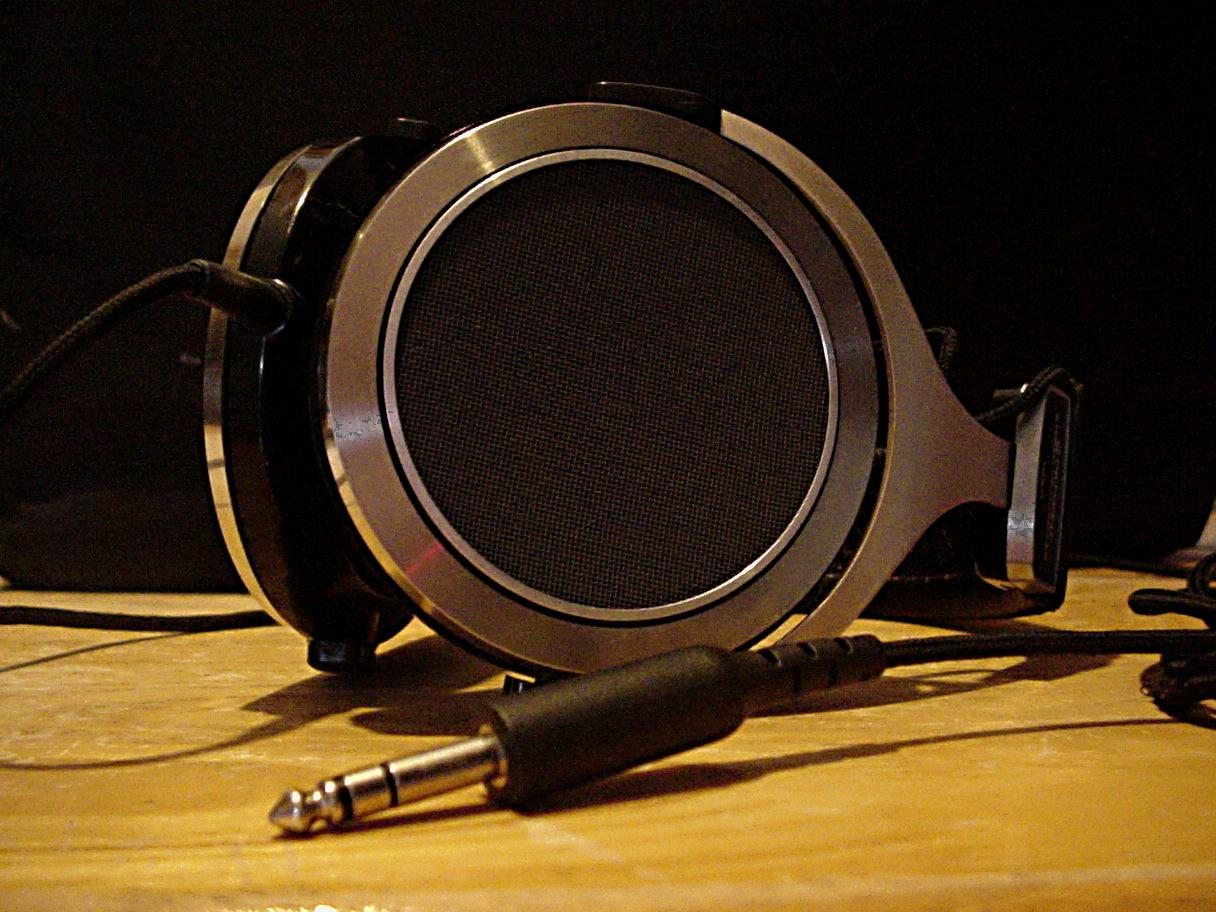 Pioneer SE-700. <br /> <br /> Most beautiful headphone ever. Neutral sound without bass or...