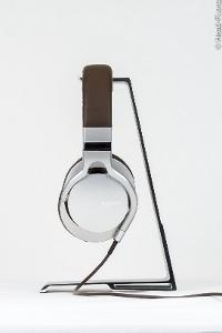 The Sony MDR-1R, left side view.