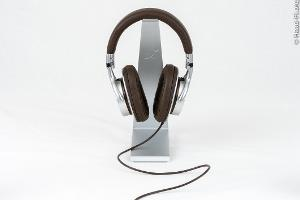 The Sony MDR-1R, front view.