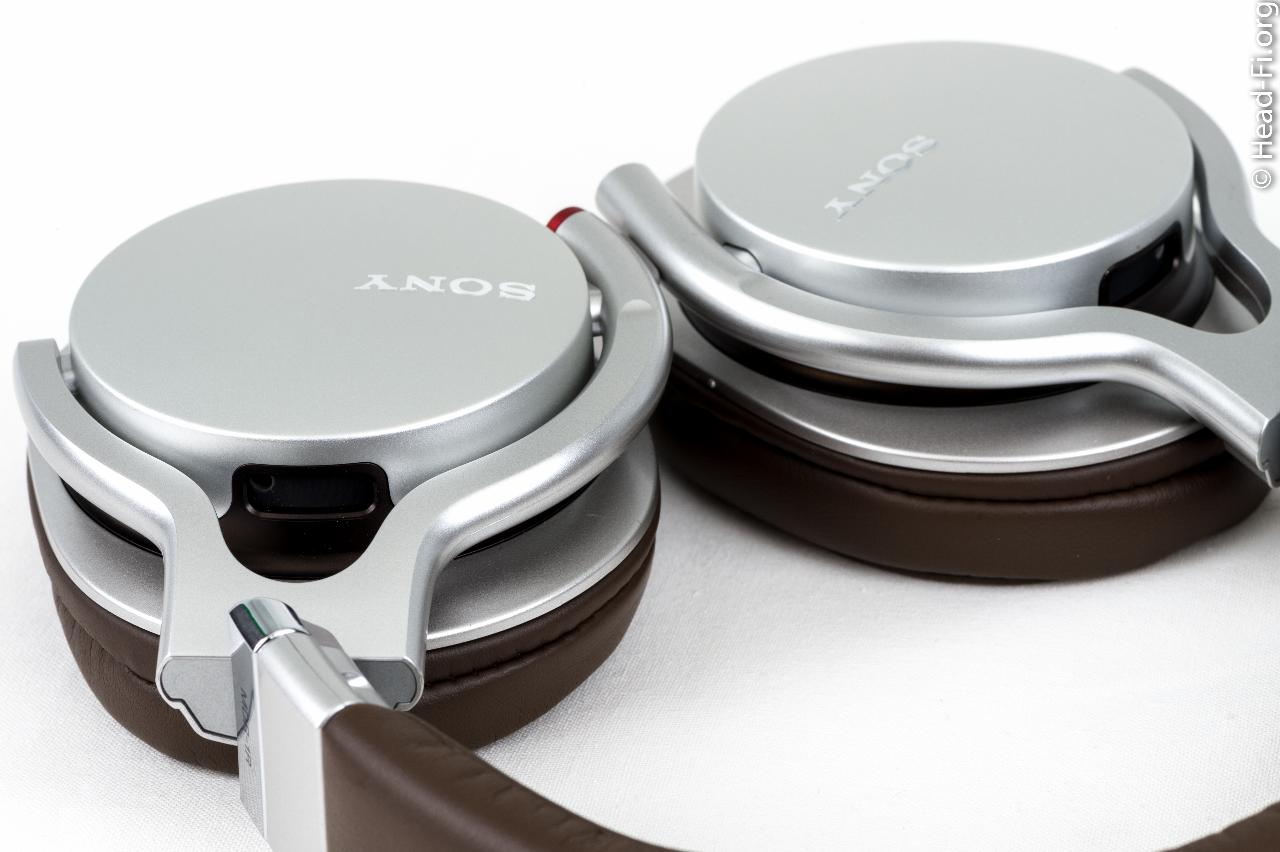 A closeup of the Sony MDR-1R yokes and earcups.