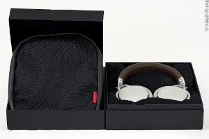 Sony MDR-1R, box open, the headphone and carrying case visible.