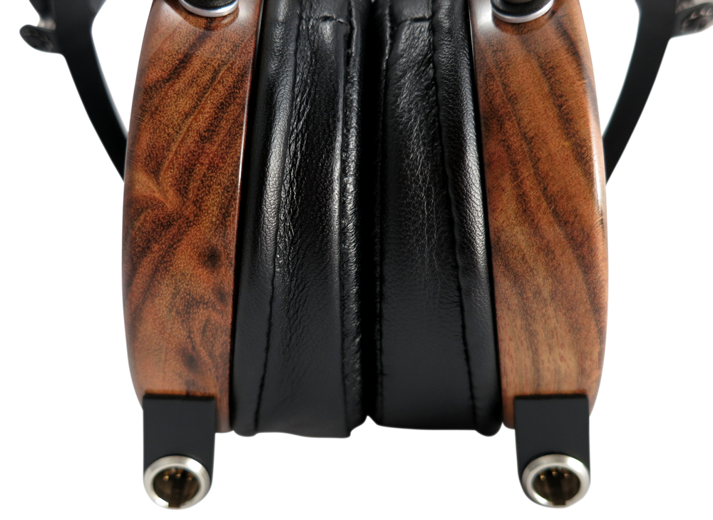 LCD2_Rosewood_Leather_CloseUp_Wood.png