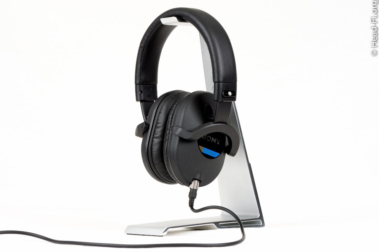 Sony MDR-7520, side view.