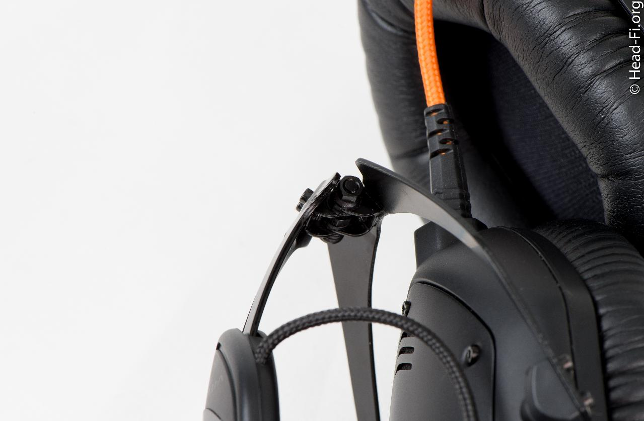 V-MODA M-100 hinge in its folded position. This hinge seems *very* sturdy to me.
