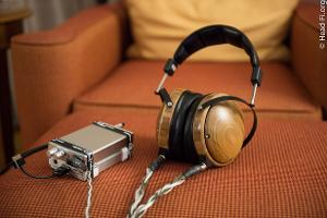 A closed-back Audeze? Yes. And, yes, it's a planar magnetic design. I got a chance to take a...