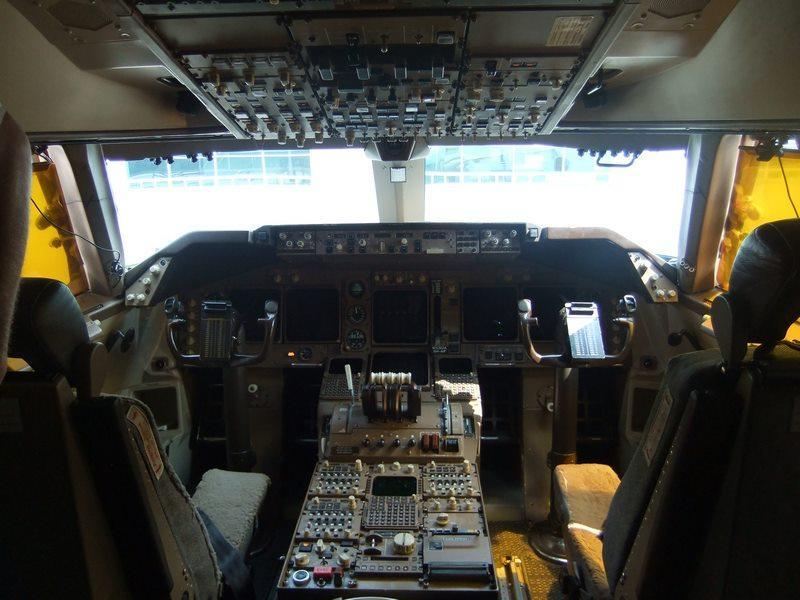 United 747-451, N105UA