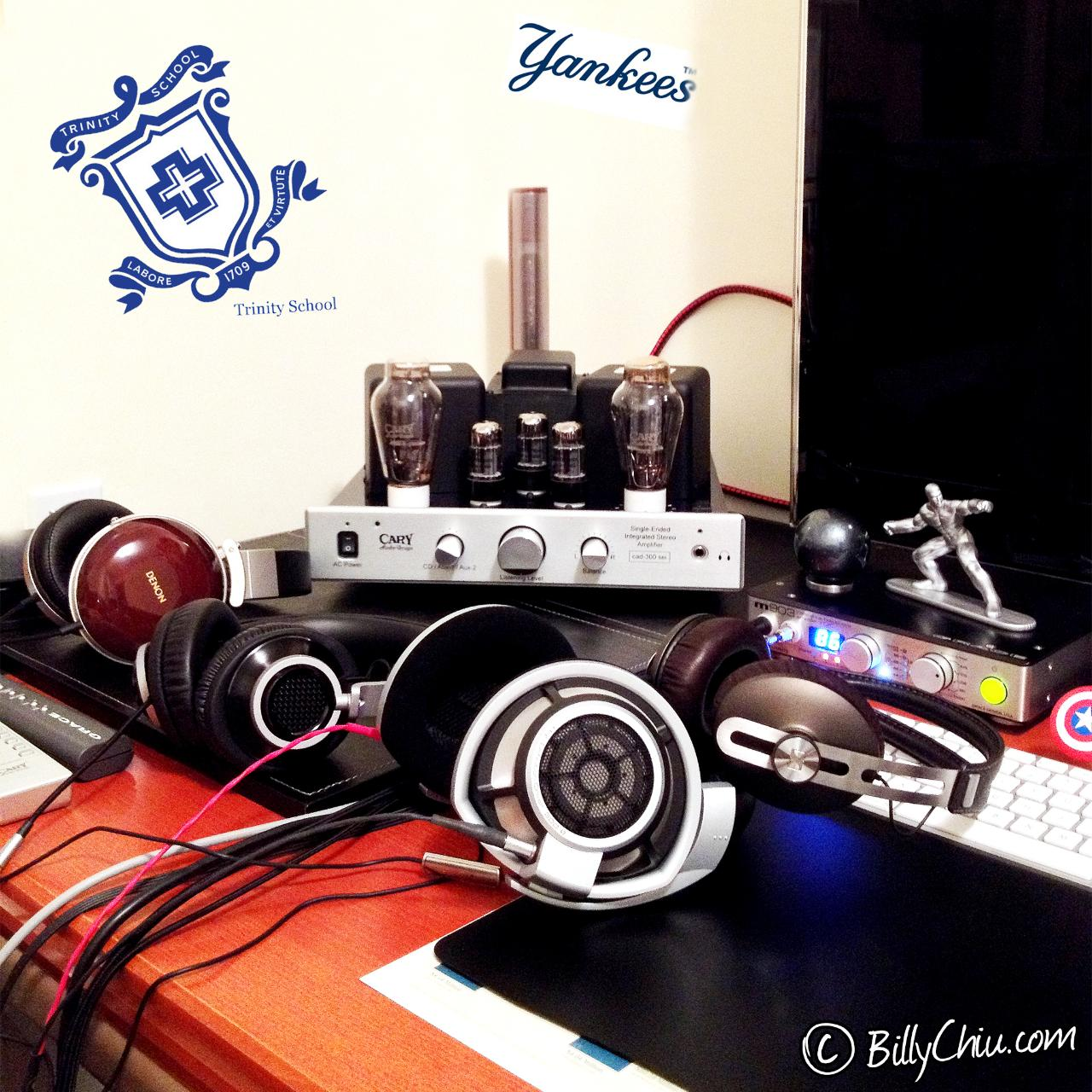 The Sennheiser Momentum next to its daddy, the HD800.<br /> Nearby are the Philips Fidelio L1...