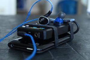 UE900 + E17 + iPhone 32GB