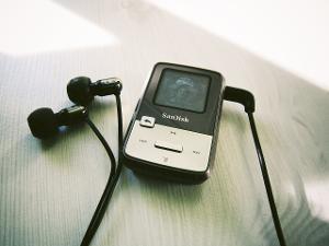 Sandisk Sansa Clip Zip (Rockboxed) + UE700 (Logitech ver.)