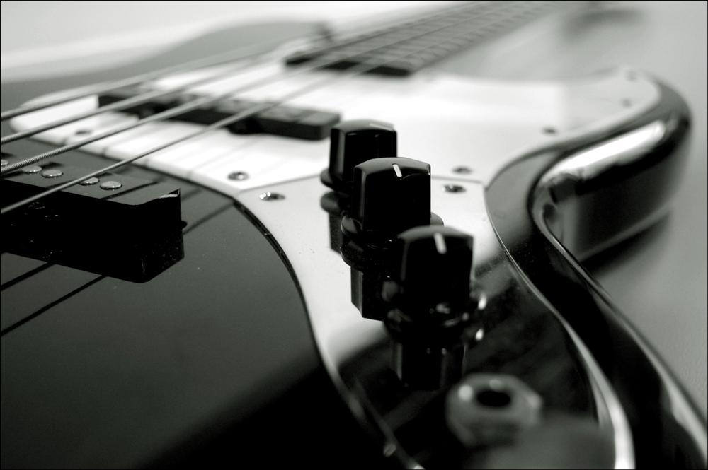 bass_guitar_by_1dietcoke.jpg