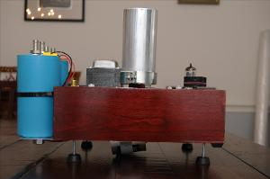 Side view. The silver caps on top are 100uf 440V Temco Oil-Filled Motor Run caps. These are...