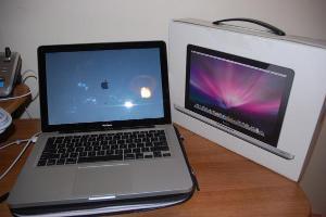 """Apple Unibody MacBook """"UniBook"""" 2.4GHz"""