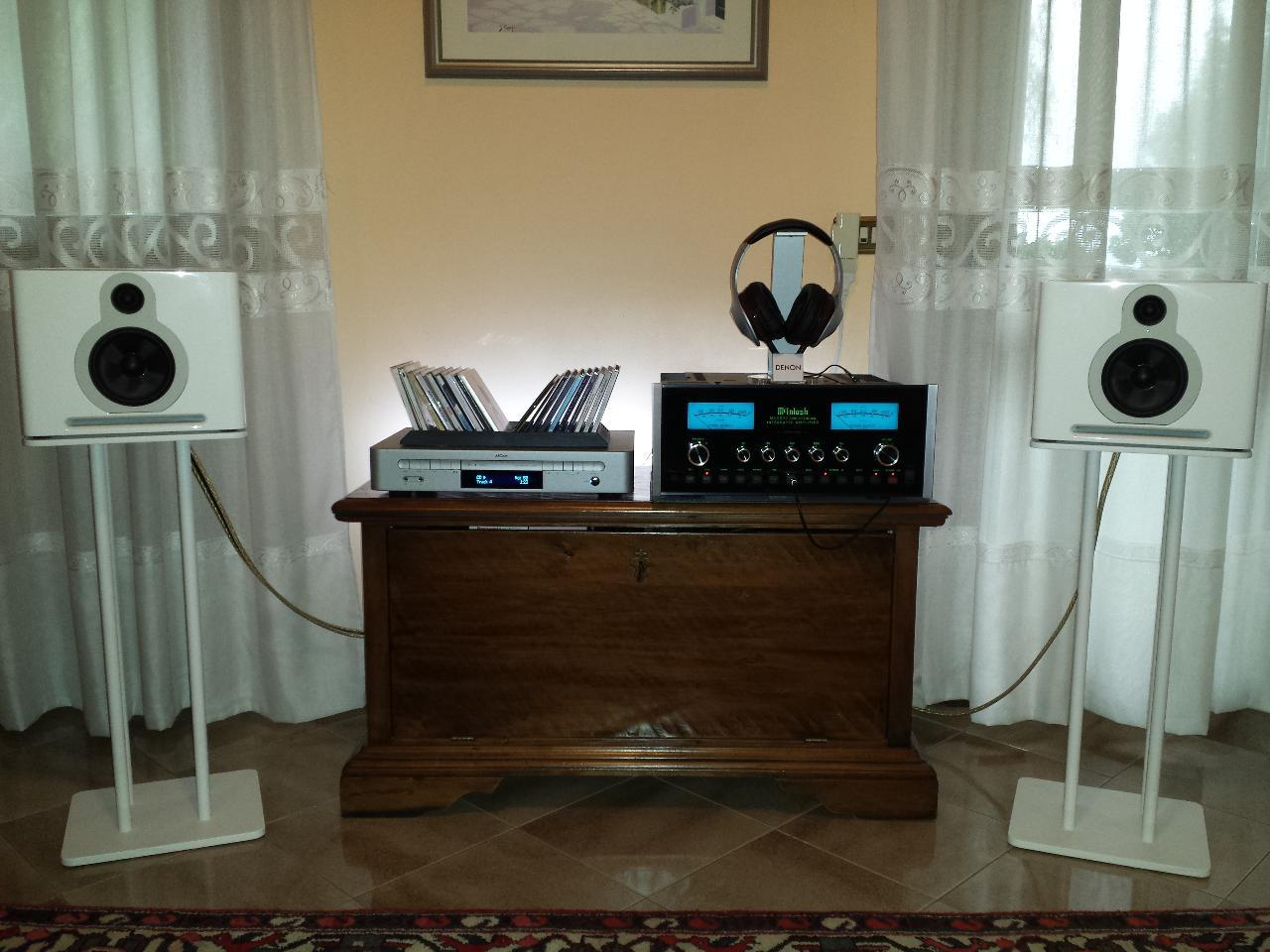 That's my Hi-Fi system:<br /> -Guru QM10 Two<br /> -Arcam Solo Neo<br /> -McIntosh...