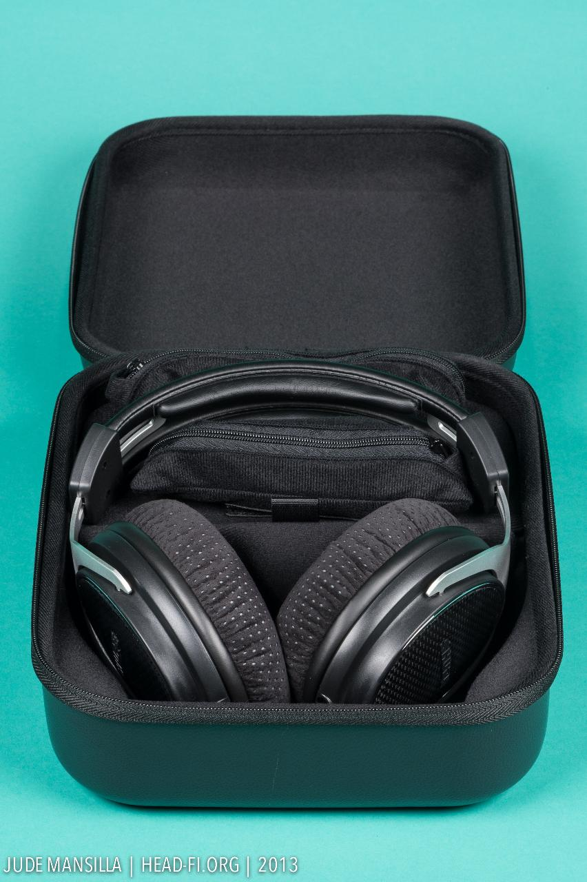 Shure SRH1540 carrying case opened up, the payload (Shure SRH1540) revealed.