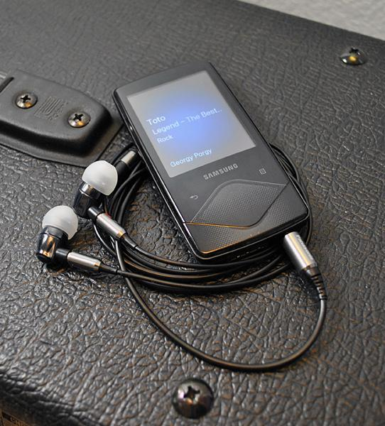 Samsung YP-Q1, Panasonic HJE900