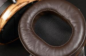 audeze-lcd3-professional-reference-headphone-zebrano-wood-ear-cup-macro.jpg