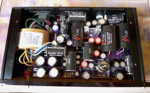 The final upgrade: For the digital stage section I mounted two Sanyo Oscon (470uf/16v) instead...