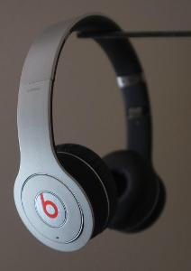 beats by dr dre wireless (beats LLC)
