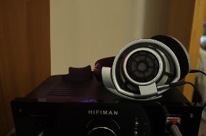 Sennheiser HD800 amplified by HIFIMAN EF-6